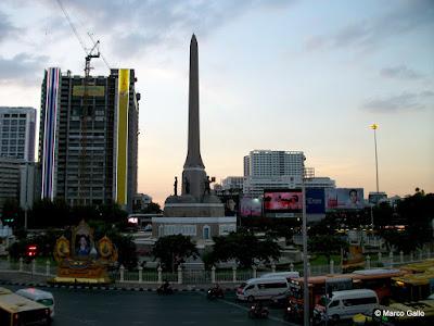 MONUMENTO A LA VICTORIA, BANGKOK. TAILANDIA