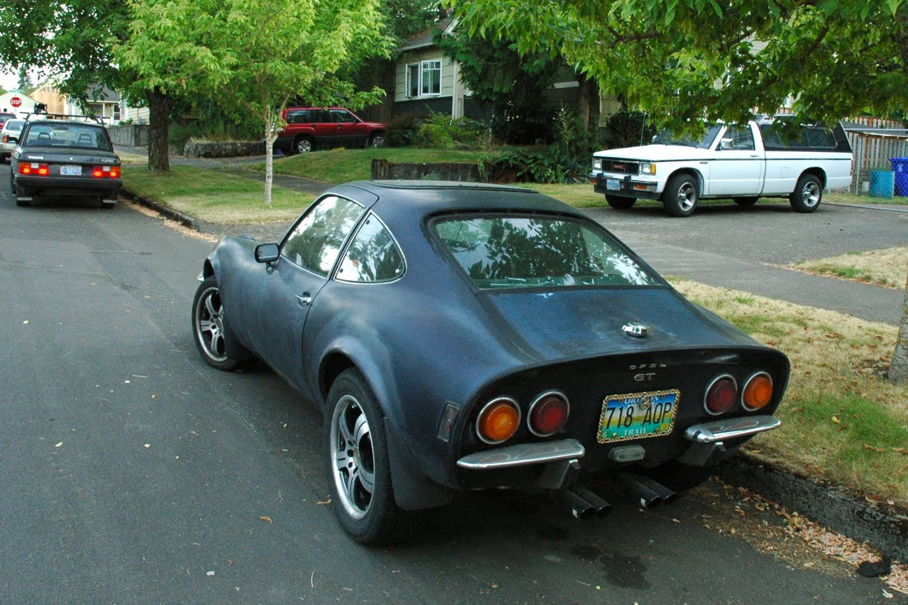 OLD PARKED CARS.: 1972 Opel GT.