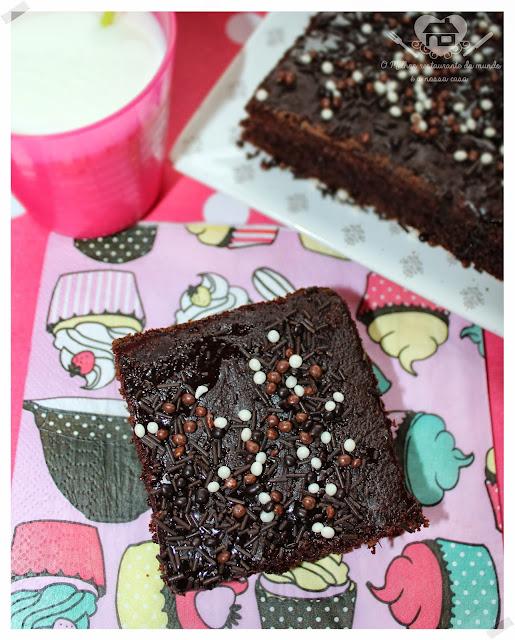 Bolo nega maluca super  fácil de preparar com caldinha de chocolate quebradiça