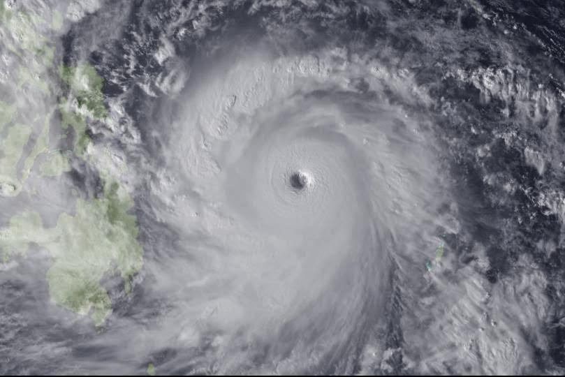 Typhoon Haiyan makes l... Robert Pattinson Dating