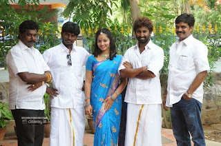 Vizha-Movie-Team-Celebrate-Diwali