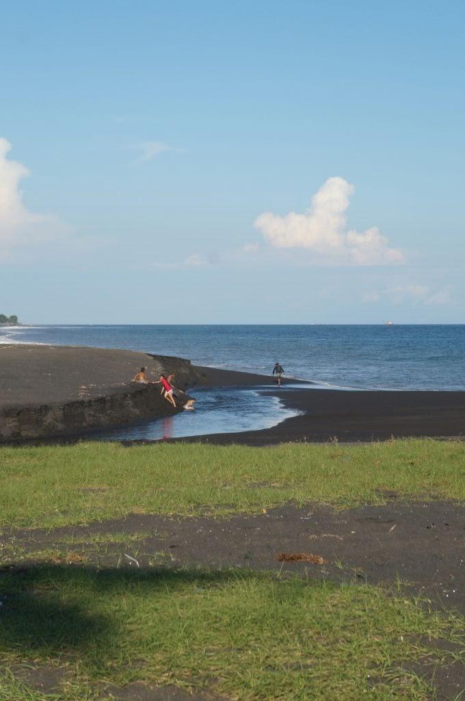 Les plages de sable noir de Bali