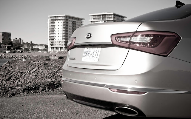 2014 Kia Cadenza rear view