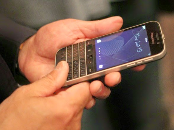 BlackBerry-unveils-off-new-classic-and-passport-mobile-with-Qwerty