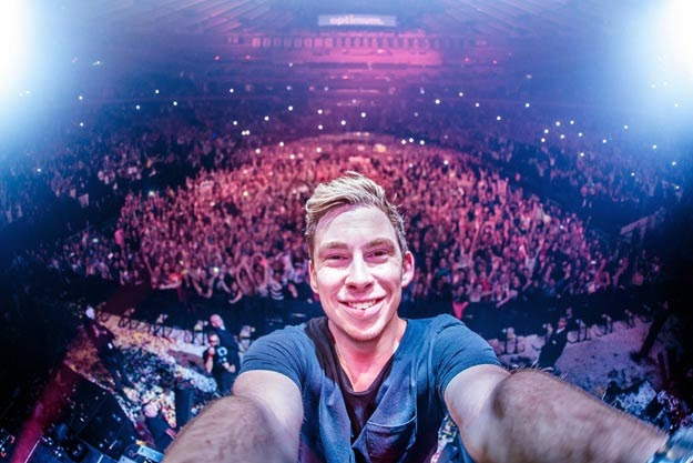 Hardwell Live at Tomorrowland 2015 ( BRRip1080p) [Full] [1 Link] [MEGA]