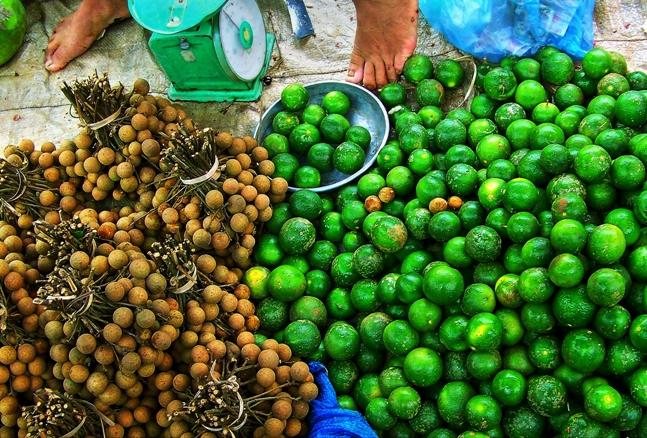 Limas y otro producto en el Mercado dominical de Bac Ha