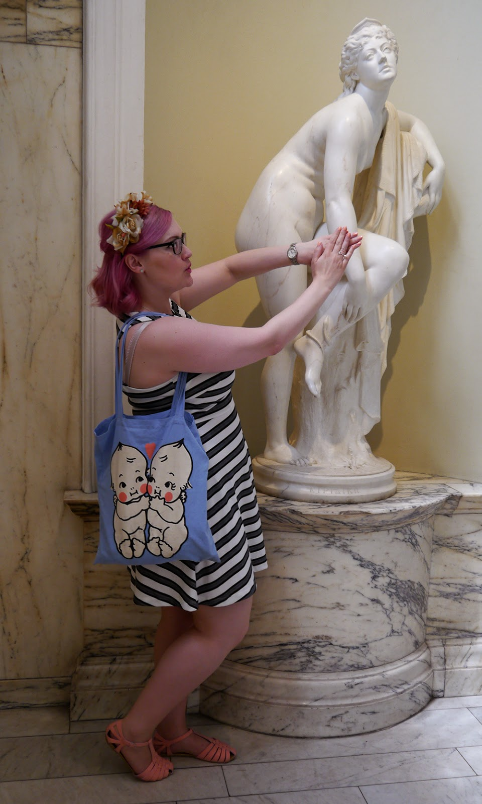 V&A,  #scotstreetstyle, what to wear, style, marble, neoclassical, statue