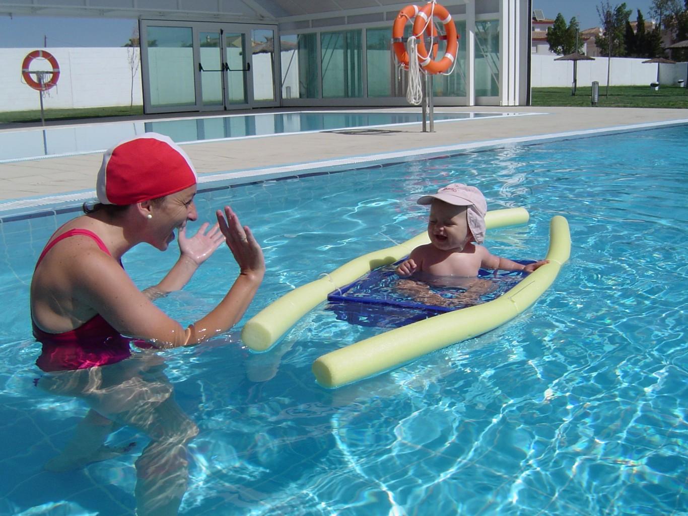 Deporte la carlota piscina for Piscinas bebes
