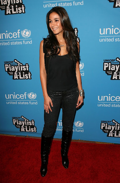 Hot Actress Emmanuelle Chriqui Photos At 2011 UNICEF Playlist Event