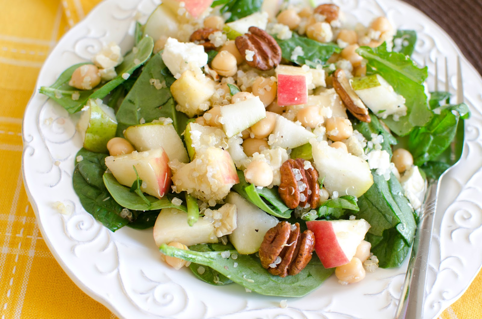 Fabulous Foods!: Quinoa Salad with pears, spinach and chickpeas