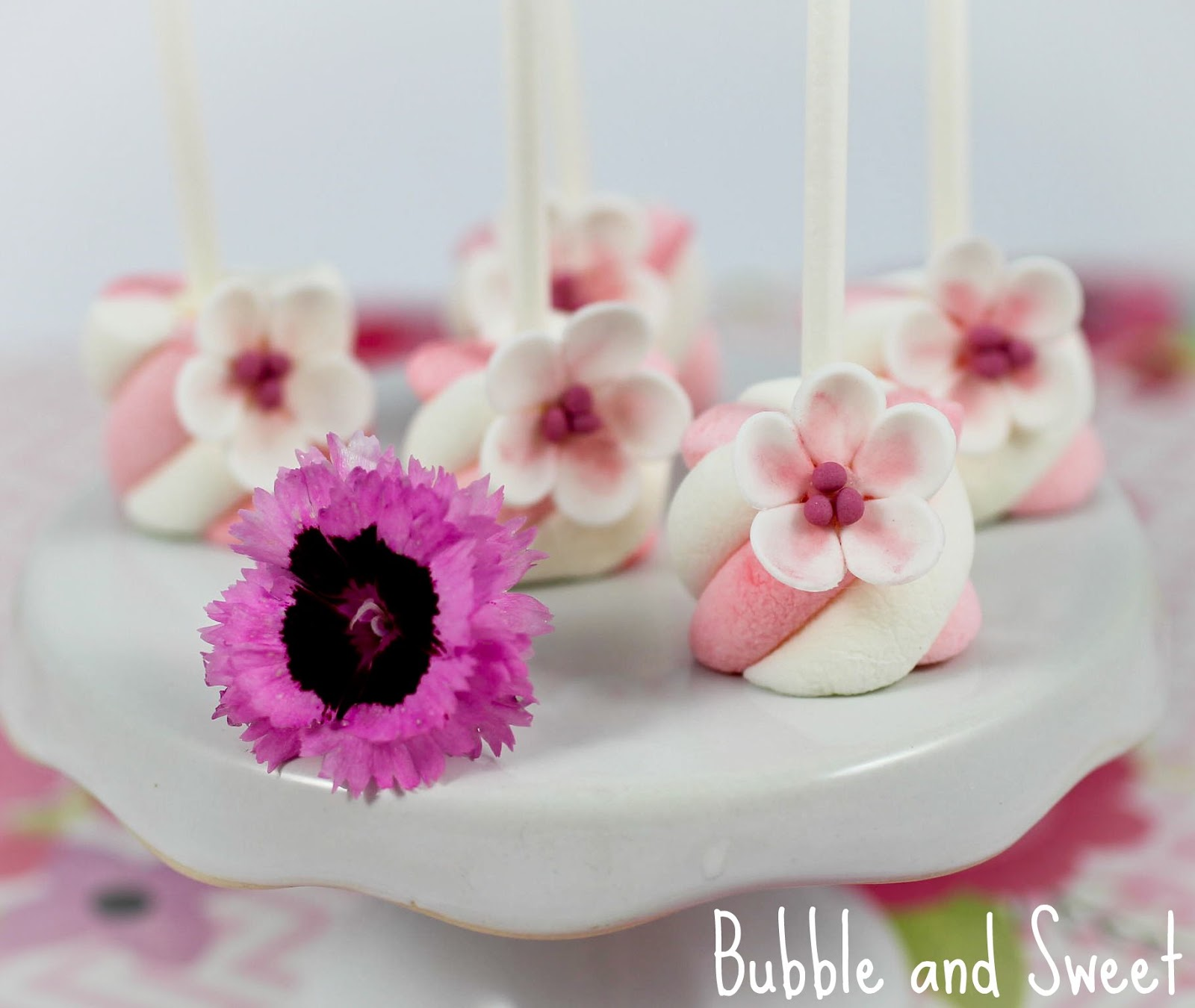 Bubble And Sweet How To Make Simple Sugar Blossoms Flowers From Fondant