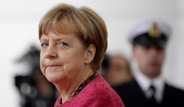 Merkel prepara una deportación masiva de refugiados tras los asaltos sexuales en Colonia