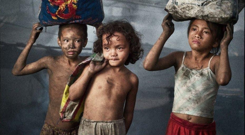 Niños esclavos en pleno siglo XXI. Foto del filántropo alemán Hartmut Schwarzbach para UNICEF.