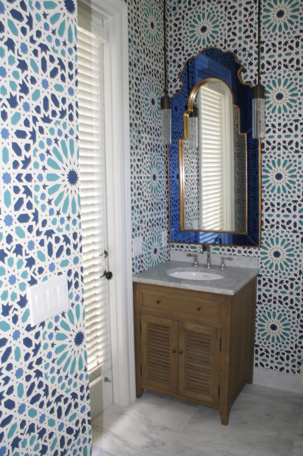 Modern moroccan bathroom - This Might Be The Most Amazing Cabana Bathroom It Is Bursting With Color And Personality We Love The Dramatic Moroccan Inspired Wallpaper The Modern