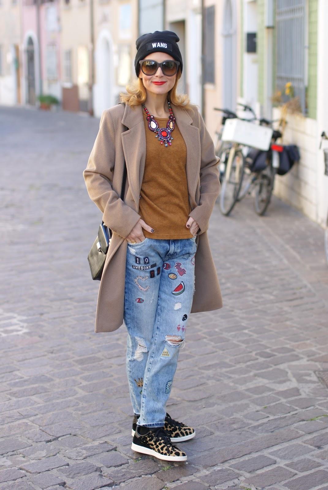 How to wear a camel boyfriend coat, my Kiabi coat, Mismash blouse, Club Les Artists beanie on Fashion and Cookies fashion blog, fashion blogger style