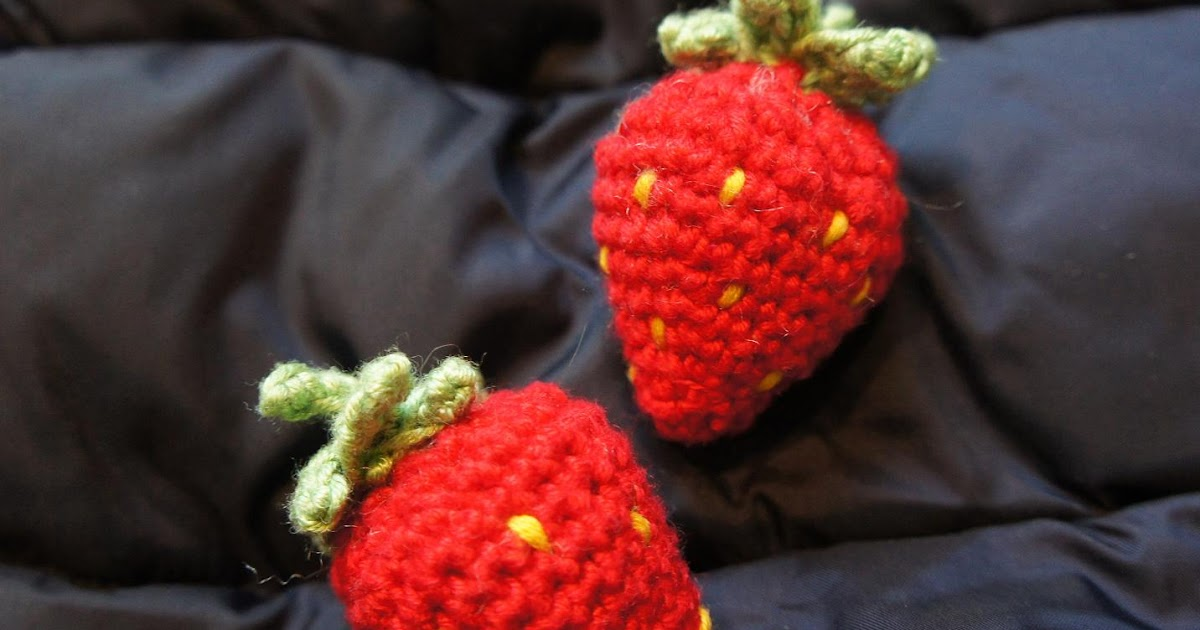 A Bunch Of Buttons: Strawberry Amigurumi