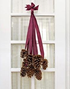 pingente enfeite natalino com pinhas