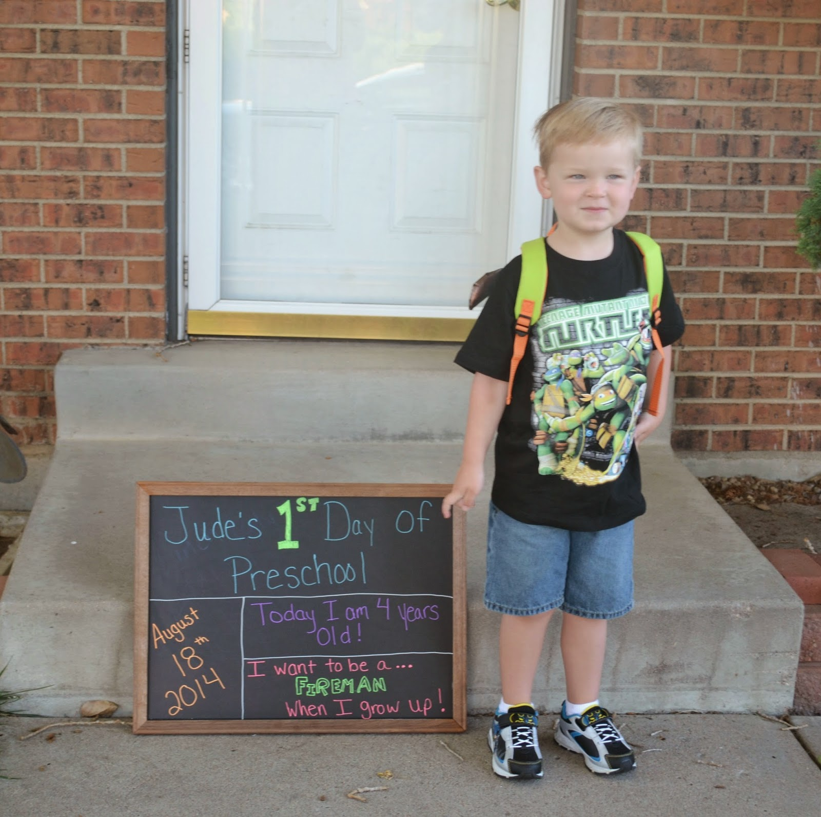First Day of School picture Ideas.  First Day of school chalkboard.  Picture ideas for first day of school.  1st day of school picture ideas.