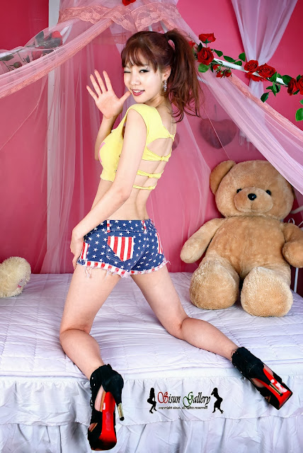 5 Han Min Young in a yellow crop top and shorts - very cute asian girl-girlcute4u.blogspot.com