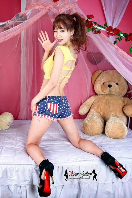 5 Han Min Young in a yellow crop top and shorts - very cute asian girl-girlcute4u.blogspot.com