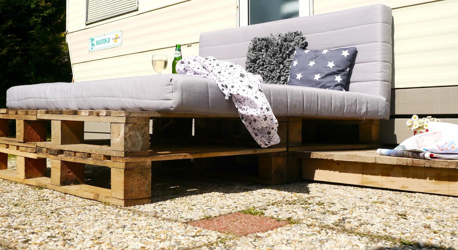 Pallet Bank Kussens : Pallet raised garden bed new pallet bank encasa kussens voor op