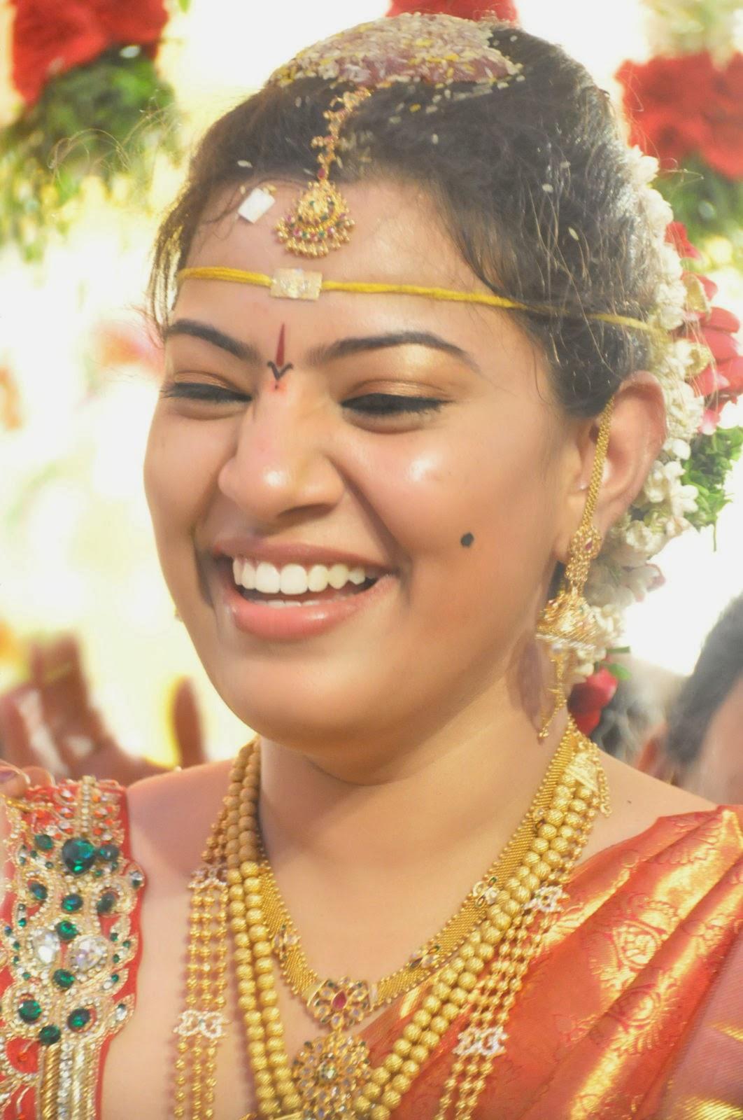 geetha madhuri in pelliukuthuru look photos latest movie