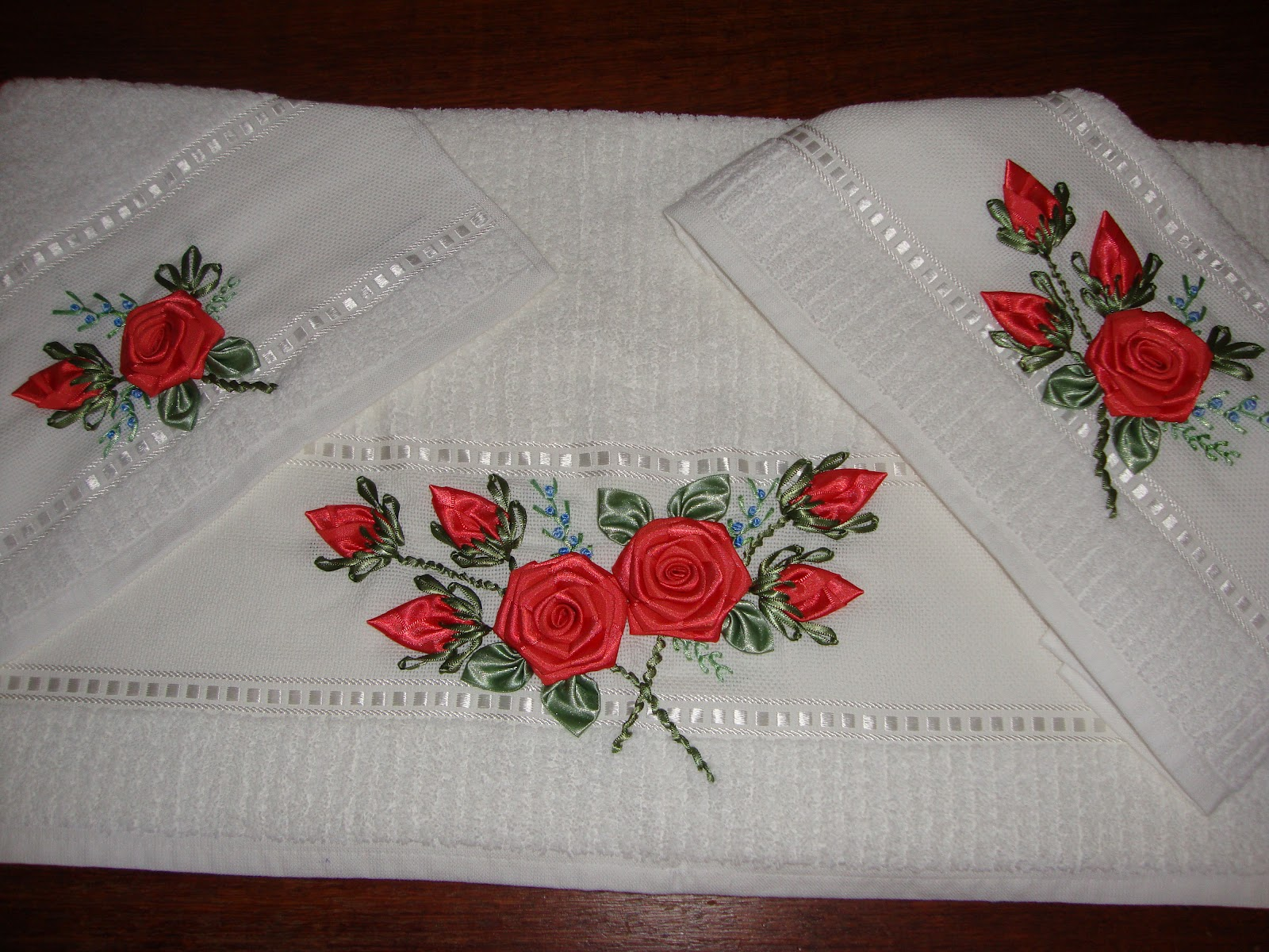 Toalha rosto banho lavabo kit bordado toalha rosto banho for Interior design 08742
