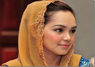 Siti Nurhaliza Bogel http://malastulis.blogspot.com/2012/01/siti ...