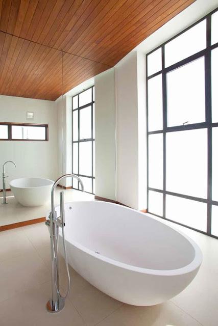 Ванная комната в необычном доме