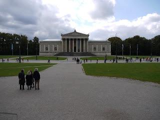 München Marathon vor den Antikensammlungen