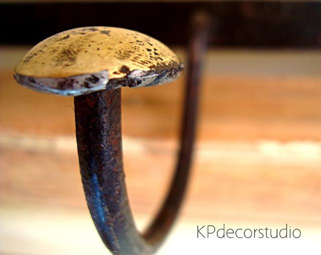 Comprar percheros antiguos online de forja y latón