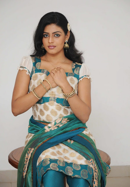 Desi indian cute girl masturbating and squirting fuckteenonline - 4 5