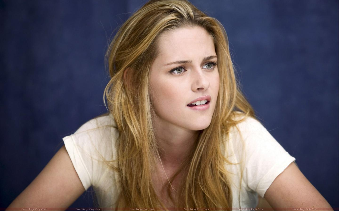 http://4.bp.blogspot.com/-YbMr02T4t1Y/TX4hus49PxI/AAAAAAAAFls/V9lUCktkeT0/s1600/kristen_stewart_hollywood_hot_actress_wallpaper_sweetangelonly_20.jpg
