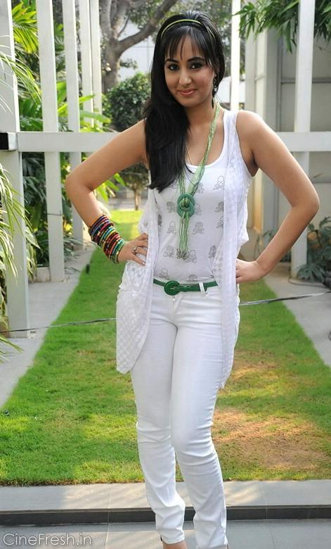 Sakshi Gulati Hot Stills Sakshi Gulati New Photos wallpapers