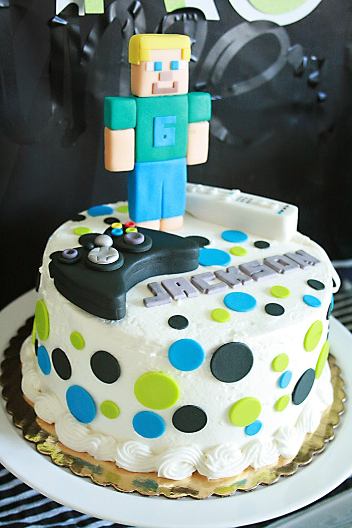 minecraft birthday cake, video game controller cake, xbox birthday party