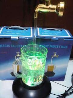 Lampu Keran Air Melayang Di Udara
