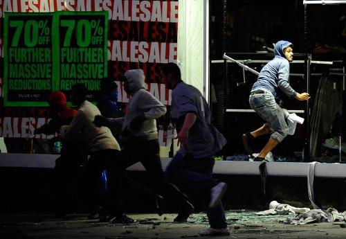 foto-kerusuhan-london-inggris-2011-08