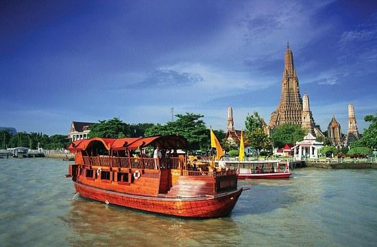 Menaiki cruise di Sungai Chao Phraya dan Wat Arun dlm trip percuma drp Sahajidah Hai-O Marketing