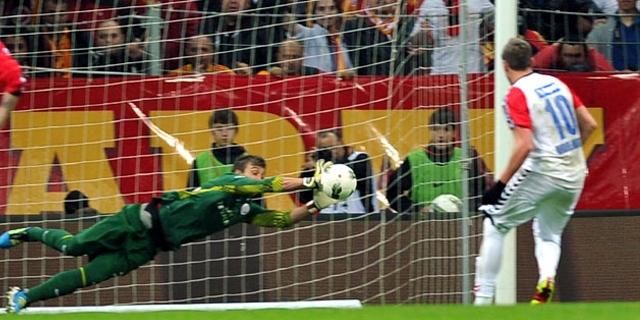 Aras  Nda Galatasaray     N Uruguayl   File Bek  Isi Fernando Muslera