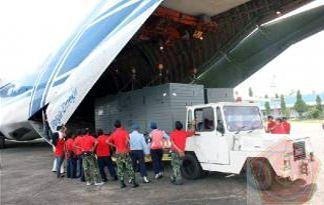 Antonov tiba di Lanud Hasanuddin
