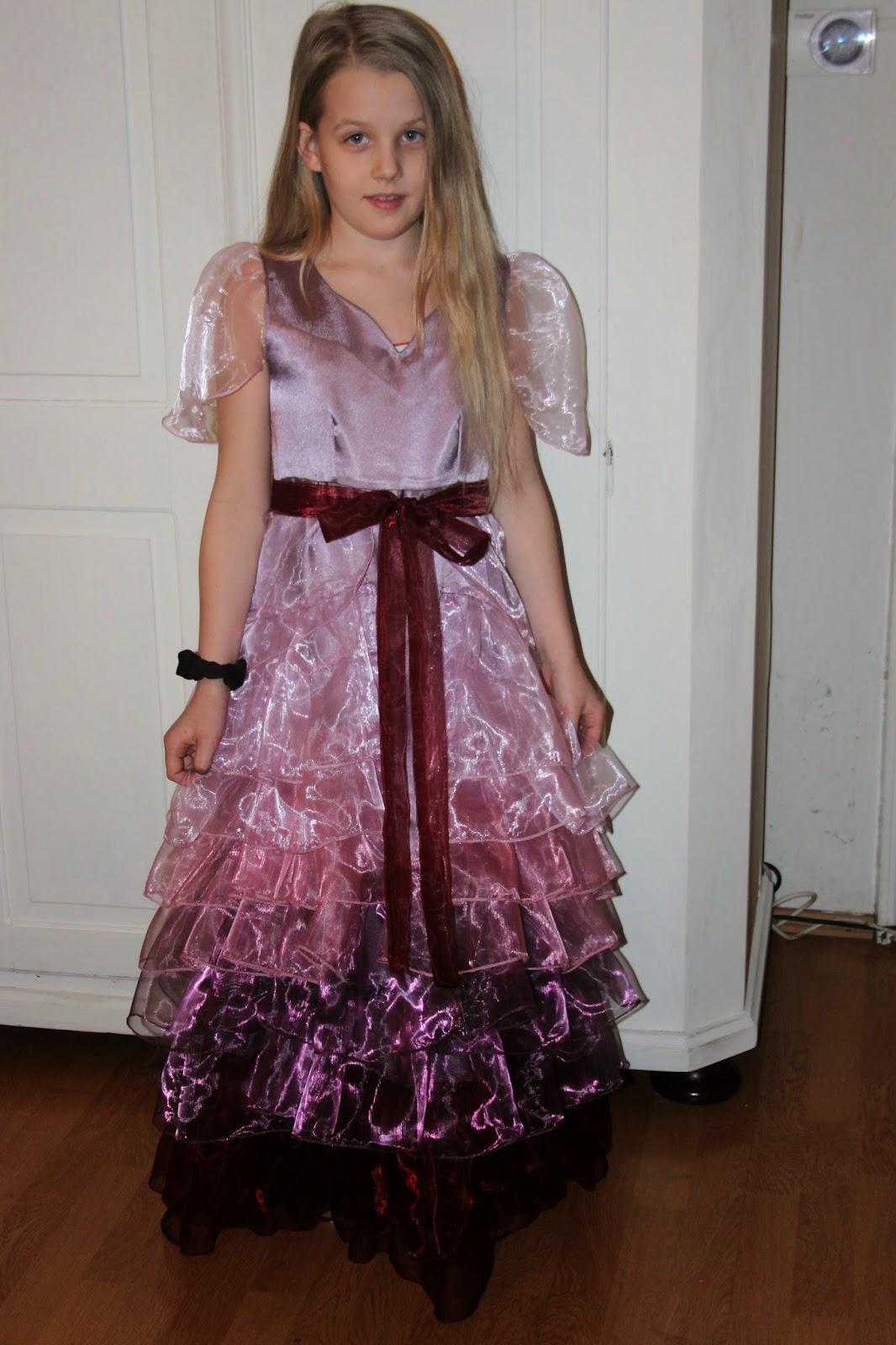 Wpadlam w zachwyt nad suknia Hermiony.