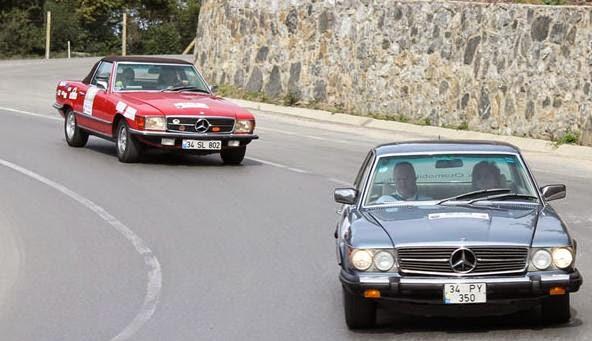 Klasik otomobiller yarışıyor