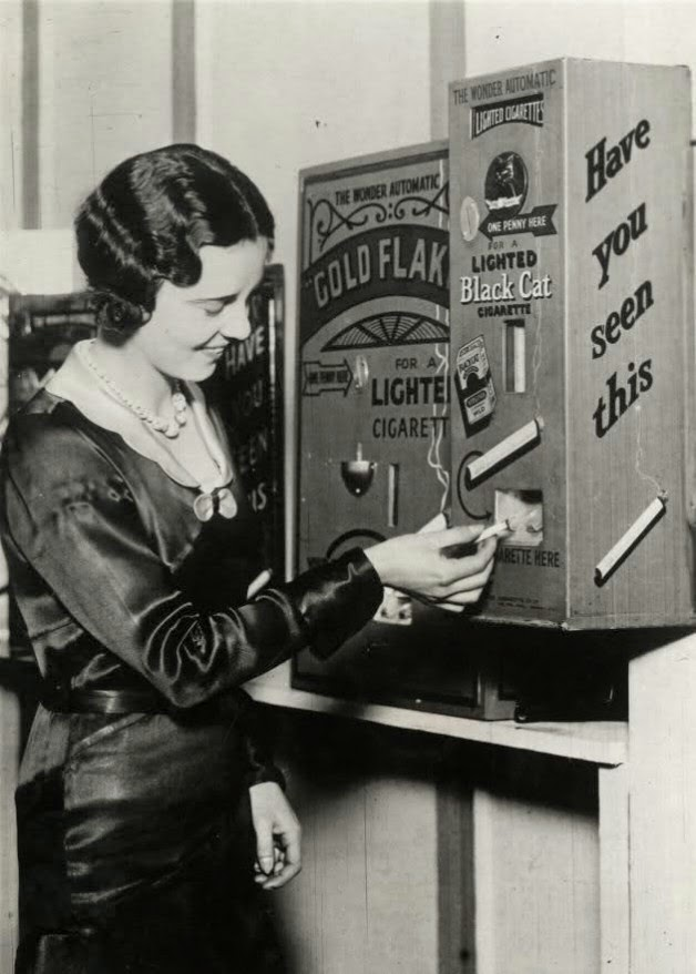 Ultimate Collection Of Rare Historical Photos. A Big Piece Of History (200 Pictures) - A vending machine