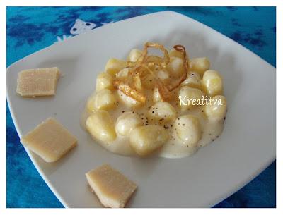 Gnocchetti con stracchino e cipolla croccante