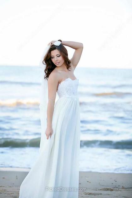 vístete como puedas: vestidos de novia para una boda en la playa de