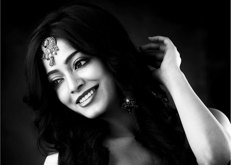 Actress Janani Iyer Hot Photo Gallery wallpapers