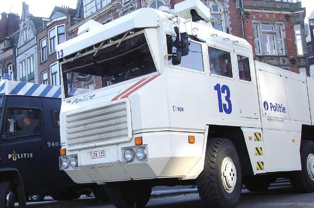 videos de camiones blindados antidisturbios eslovaquia
