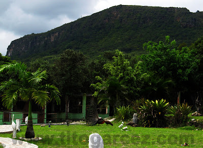 Parque dos Falcões tendo ao fundo a Serra de Itabaiana, em Sergipe