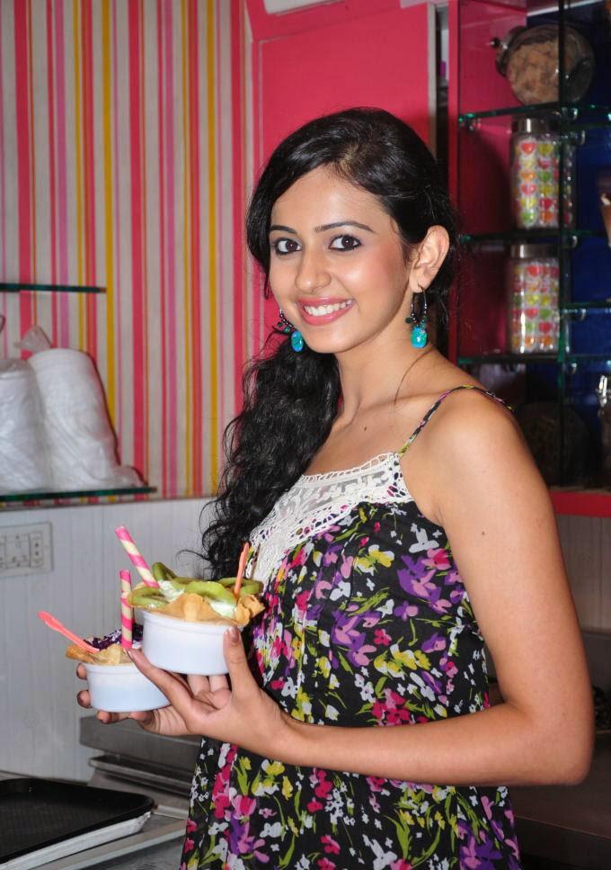 Rakul Preet Singh :Rakul Preet Singh Captured Eating Ice-Cream latest Unseen Rare Pics [HD]