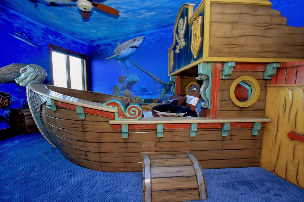 pirate bedroom.  the boo and boy pirate themed room